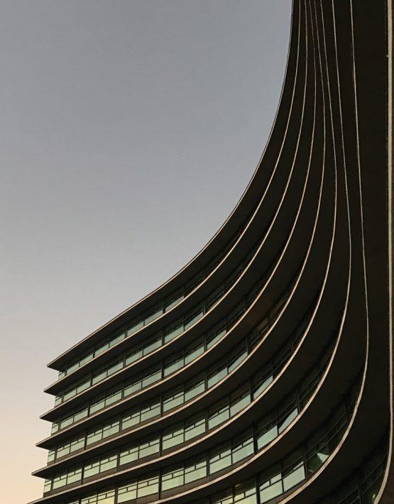 Curved-Jerome-Isma-ae-Bild-artig