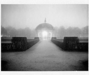 Eine Fotografie vom Hofgarten in München, bei Nacht aufgenommen als es neblig war